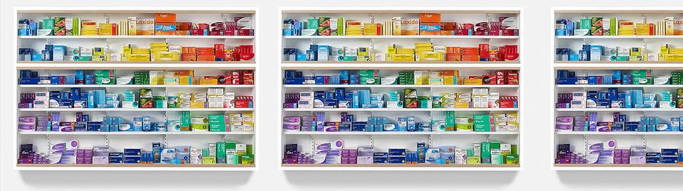 scaffali farmaceutici